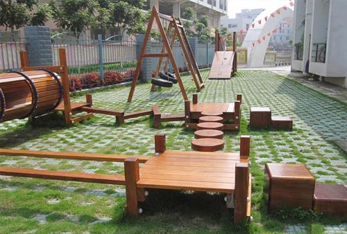 幼儿园户外防腐木器材的保养使用